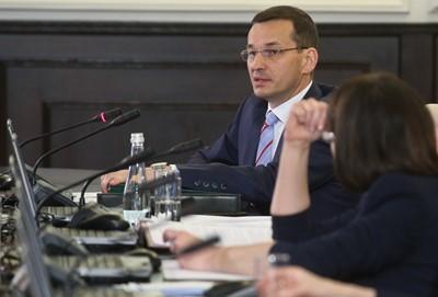 Morawiecki zapowiada: centralny port lotniczy, integracja spółek rolnych
