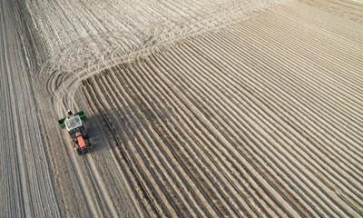 Posłowie chcą nowelizacji ustawy o wstrzymaniu sprzedaży ziemi rolnej