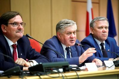 Jurgiel: prace nad specustawą by skupić nadmiar trzody w związku z ASF