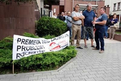Protest rolników przed urzędem wojewódzkimw Białymstoku w związku z ASF
